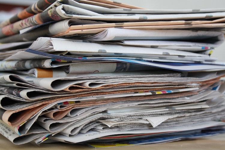 newspaper-newspaper-pile-old-newspapers