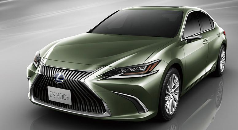 Digital side-view monitor to replace mirror on new Lexus car