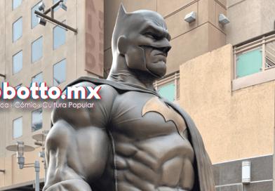 Estatua de Batman es develada en Burbank por DC