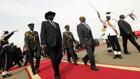 South Sudan's President Salva Kiir inspects the guard of honour with Sudan's President Omar al-Bashir as he arrives for talks at Khartoum Airport