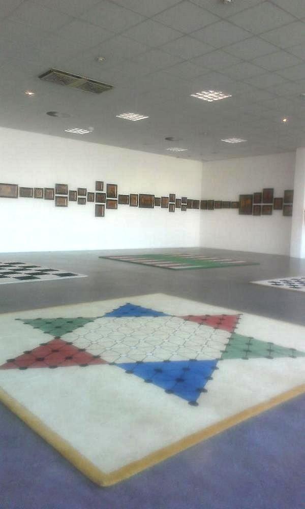 Grote zaal Rob Scholte Museum met Intarsia versus Bamboo en Faites vos jeux!
