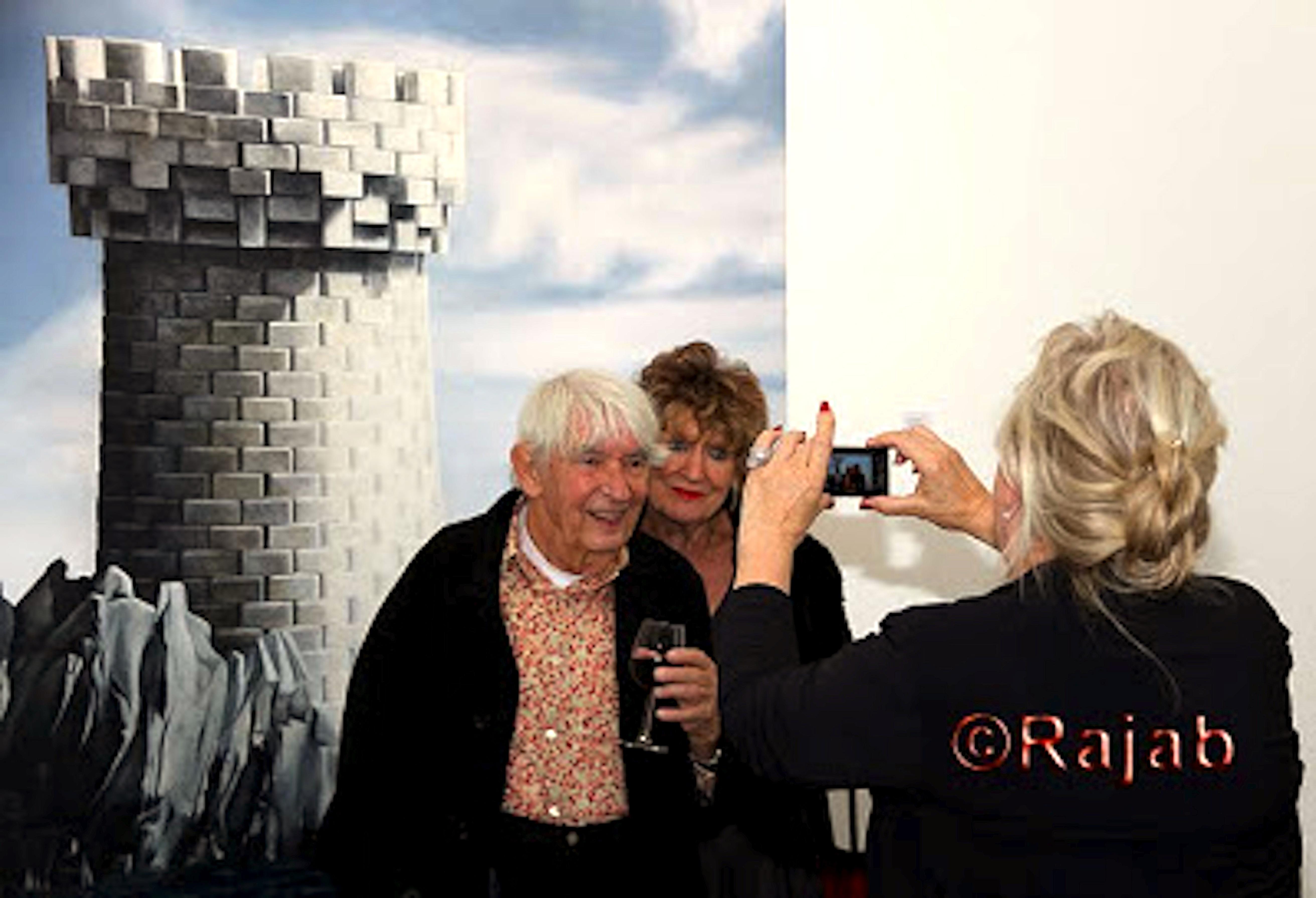 ABCD Press – Wil Hoogland van Jaski Art gallery fotografeert Aat en Hedy bij Why not sneeze? van Rob Scholte
