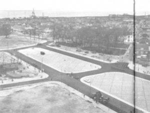 'Stalinistische' stadsinrichting, speciaal bestraat voor militaire parades Julianaplein in 1958 (foto HVSG)