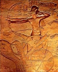 Ramses II in zijn strijdwagen (4)