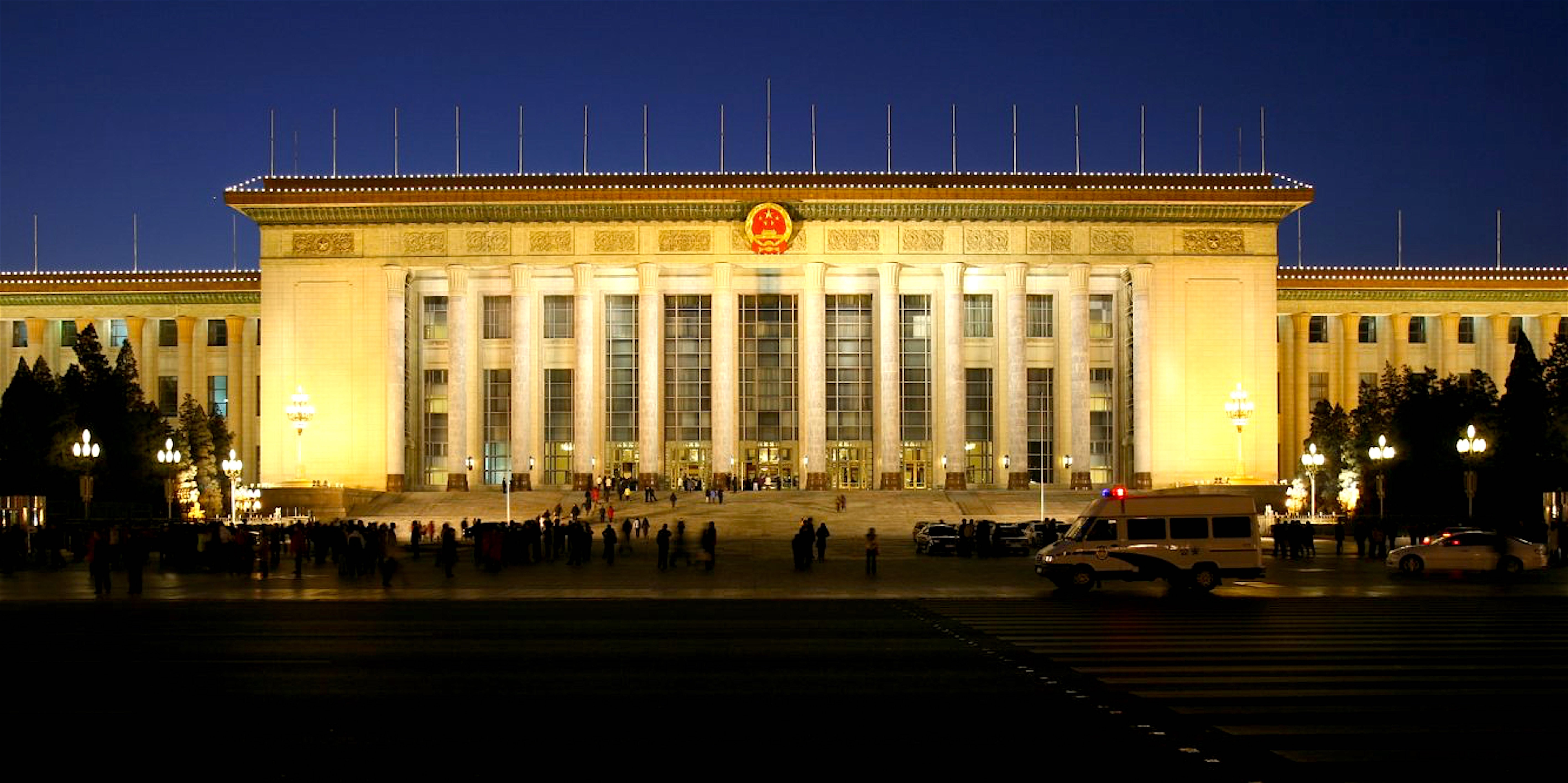 The Great Hall of the People in Beijing, one of China's largest state buildings (foto Wikipedia)