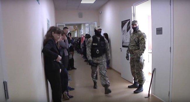 FSB counter intelligence forces raid Church of Scientology in St. Petersburg (above) on 6 June 2017 (foto Sputnik News)
