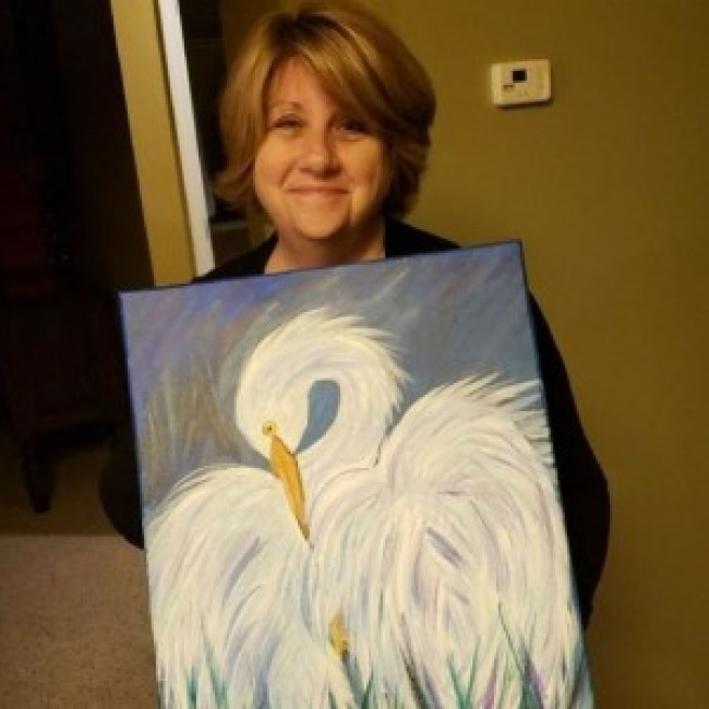 Cindi Decker with her painting of a swan (foto Reddit)