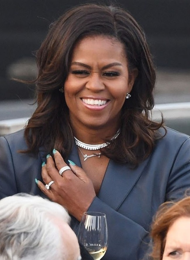 A very happy Michelle Obama, with the smoke from the burning cathedral still in her wine glass (foto Jim Stone)