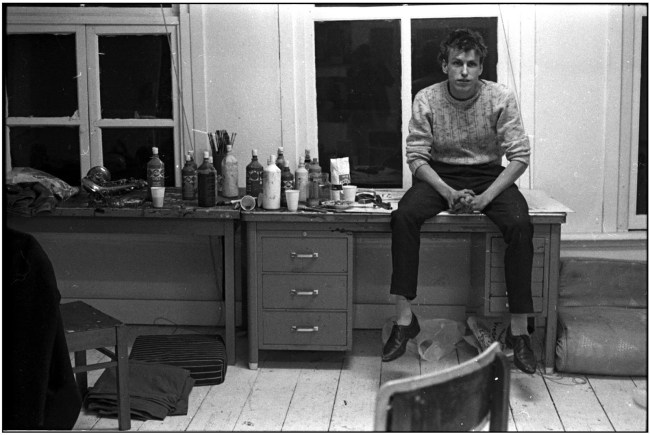 Rob Scholte in Vierwindenstraat atelier te Amsterdam, mei 1982 (foto Peter Mertens)