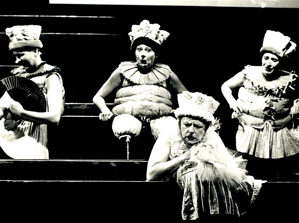 Grindkopf, v.l.n.r. Silke Nikowski, Corinna Beilharz, Sabine Zeininger, Katarina Klaffs (foto Schauburgarchiv)