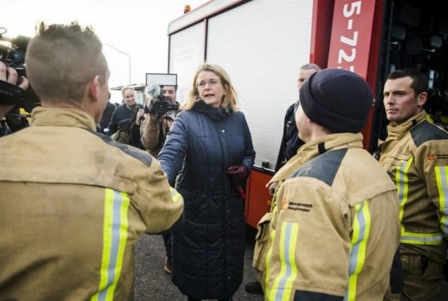 Burgemeester Pauline Krikke neemt de schade op (foto Bart Maat/indebuurt.nl)
