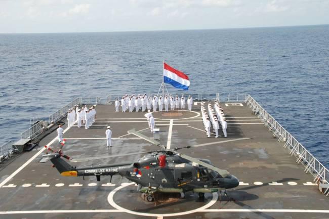Lynx helikopter aan boord van amfibisch transportschip Johan de Witt (foto defensie.nl)