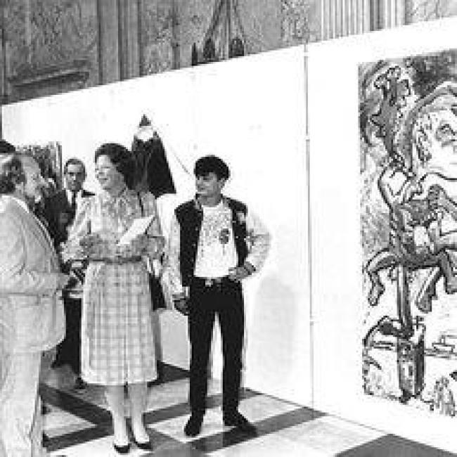 Klashorst met toen nog koningin Beatrix bij uitreiking van de Koninklijke Subsidie, die Klashorst dat jaar won (foto Facebook)