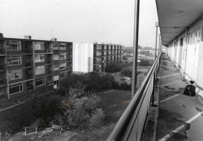 De galerijflats in de Falgawijk gingen plat en maakten plaats voor luxe nieuwbouw (foto Helderse Historische Vereniging)