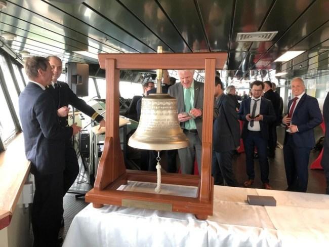 De scheepsbel van de Den Helder hangt al klaar (foto Arie Booy)