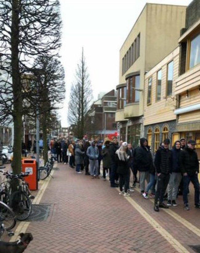 Drukte in Den Helder (foto Twitter)