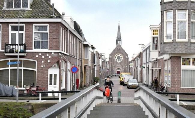 Toenemende kamerverhuur in de Visbuurt baart bewoners en politie zorgen (foto George Stoekenbroek)