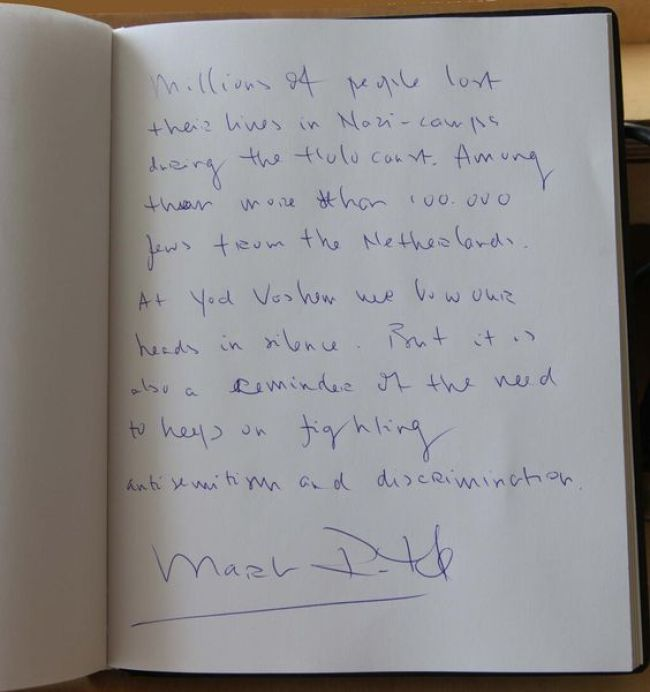Entry of Mark Rutte in the guestbook of Yad Vashem, The World Holocaust Remembrance center (foto Pinterest)