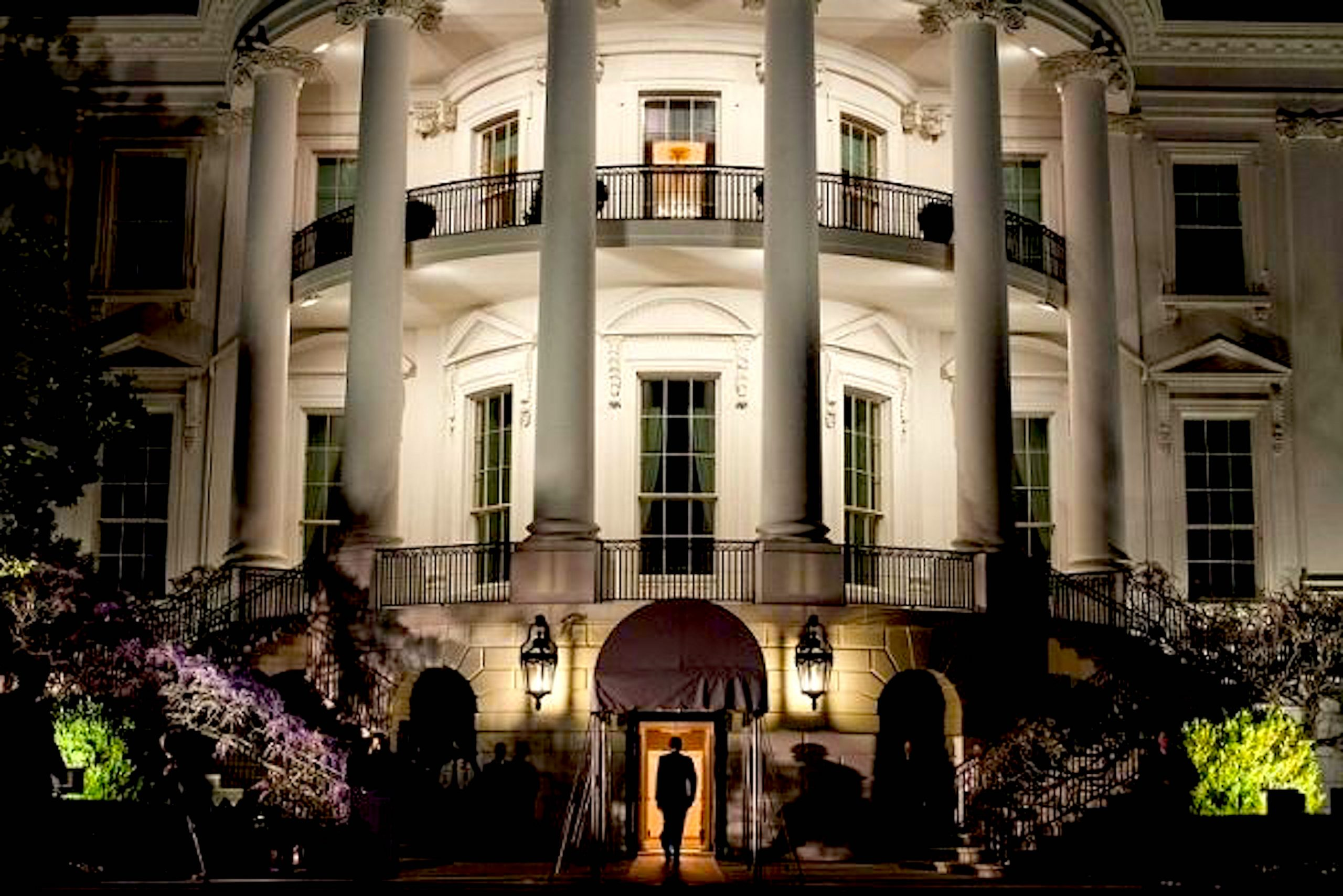 White House at Night (foto Before It's News)