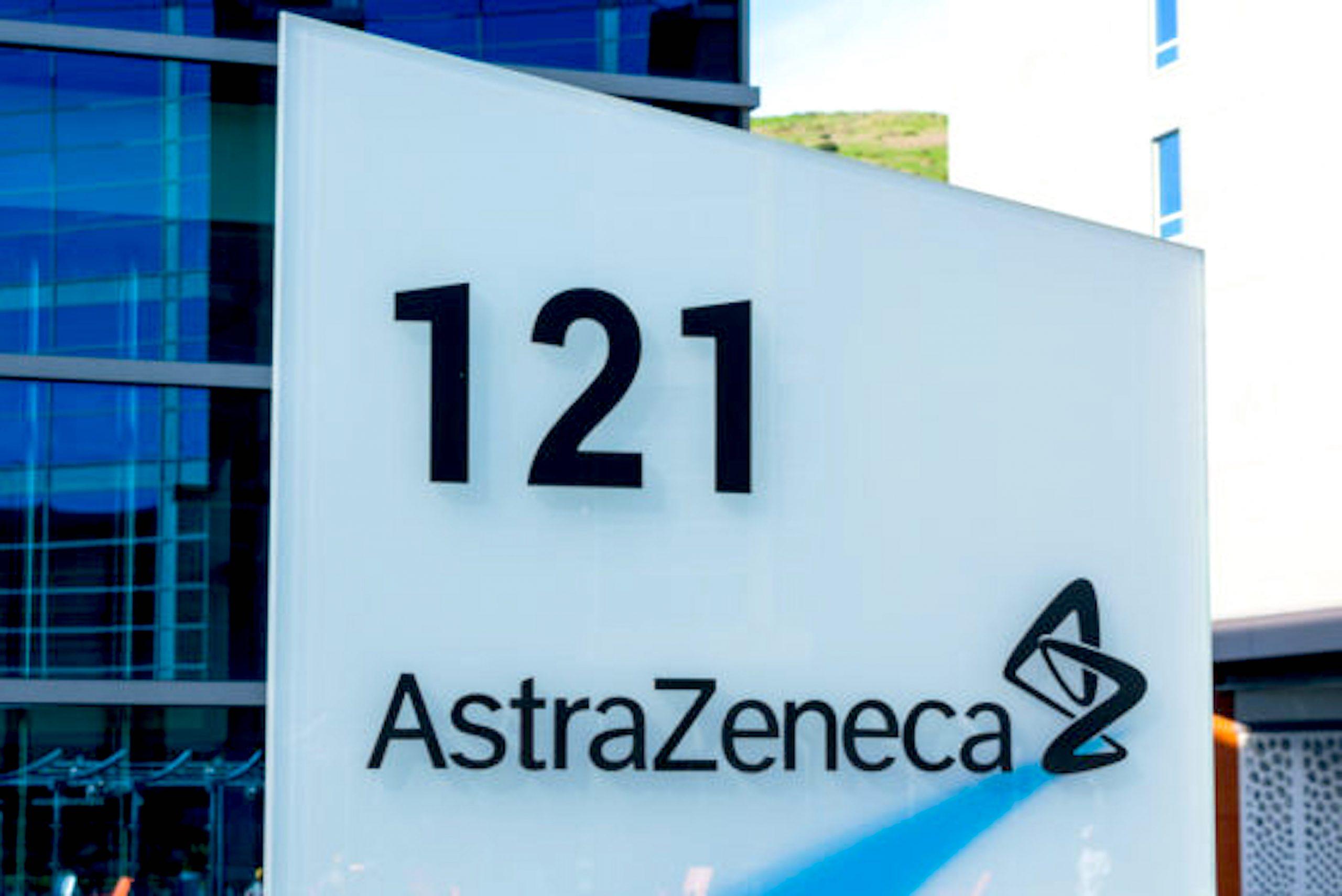 AstraZeneca sign at British Swedish multinational pharmaceutical and biopharmaceutical company campus, San Francisco (foto Depositphotos.com)