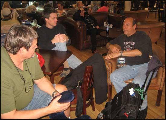 2009-0410-airport-guys1