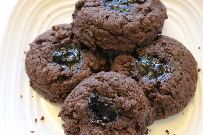peanut-butter-chocolate-cookies-with-blueberry-jam2
