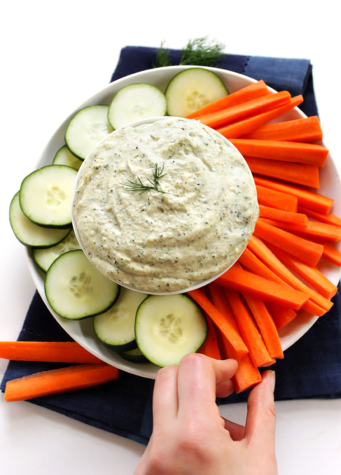 Cashew Ranch Dip. Easy to make. Tastes like ranch. Delicious. #vegan #glutenfree