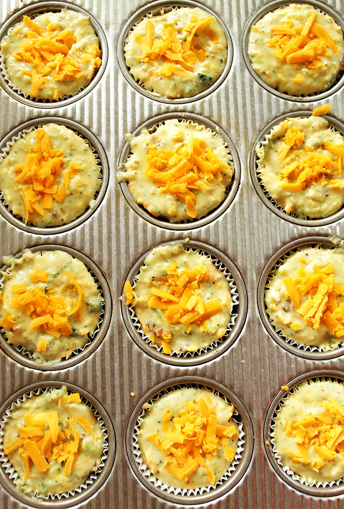Bacon and Egg Breakfast Muffins. Simple. balanced, delicious breakfast. #glutenfree #breakfast | robustrecipes.com