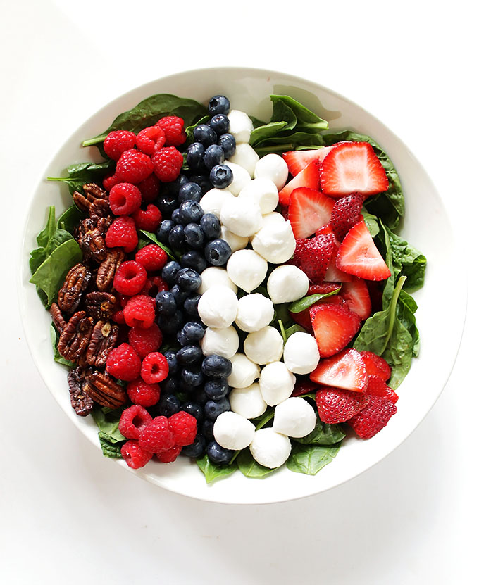 Berry Spinach salad with honey mustard vinniagrette. Easy to make. Bursting with summertime flavor. #glutenfree #vegetarian #salad