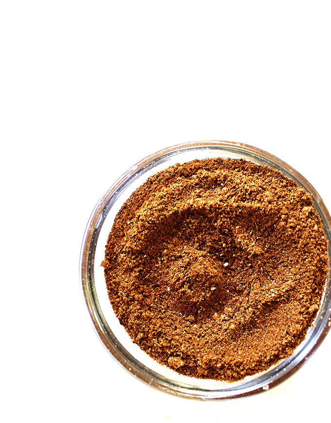 Chai Spice mixture for chai-spiced raw energy balls. Easy to make. Full of flavor. #gltuenfree
