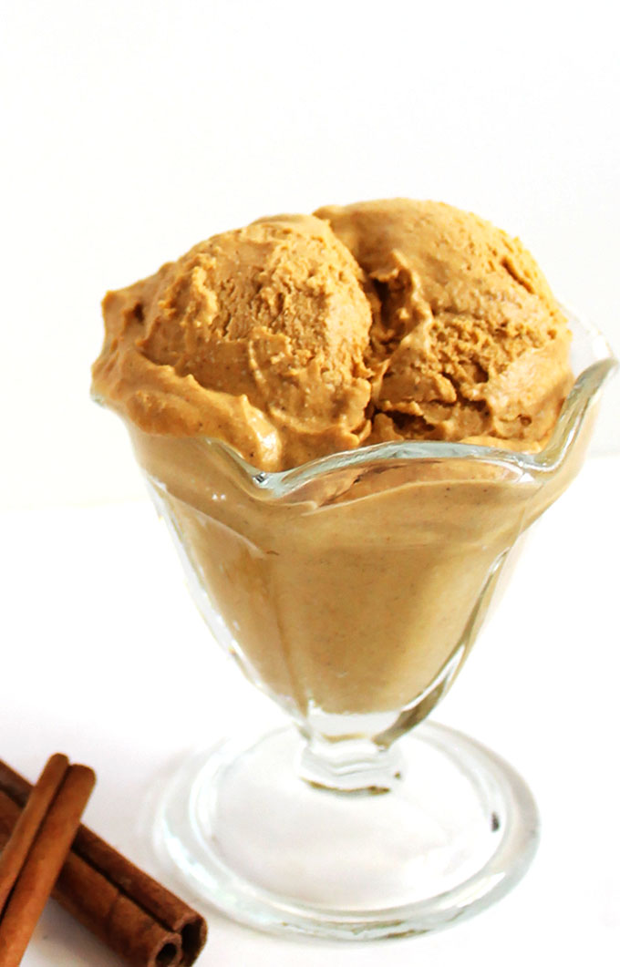 Vegan Pumpkin Pie Ice Cream. Full of pumpkin pie flavor. So easy to make, so creamy, and rich. #vegan #pumpkin #icecream  | robustrecipes.com