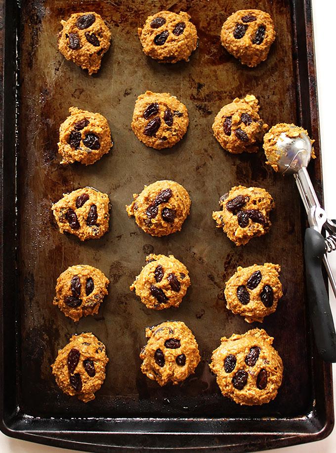Pumpkin Oatmeal Raisin Cookies. Soft and chewy! #glutenfree #pumpkin