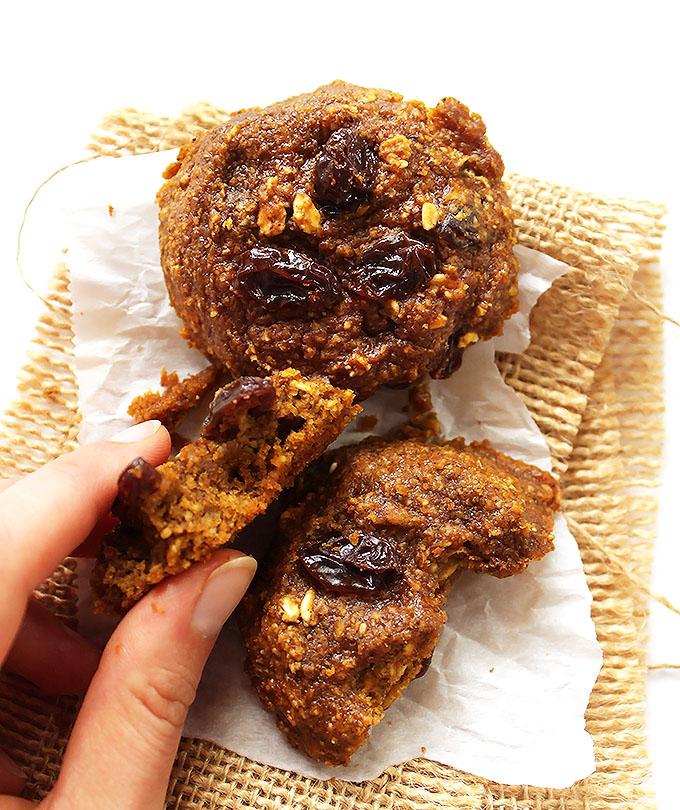 Pumpkin Oatmeal Raisin Cookies. Soft, chewy, pumpkin-y. #gultenfree #pumpkin  | robustrecipes.com