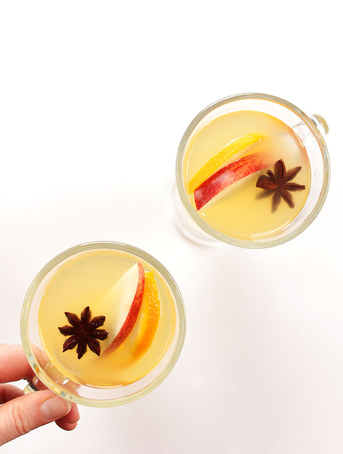 Mulled White Wine - White wine heated with pears, apples, oranges, and warming spices. It is such a QUICK and EASY recipe to make. We LOVE this cocktail during winter! | robustrecipes.com