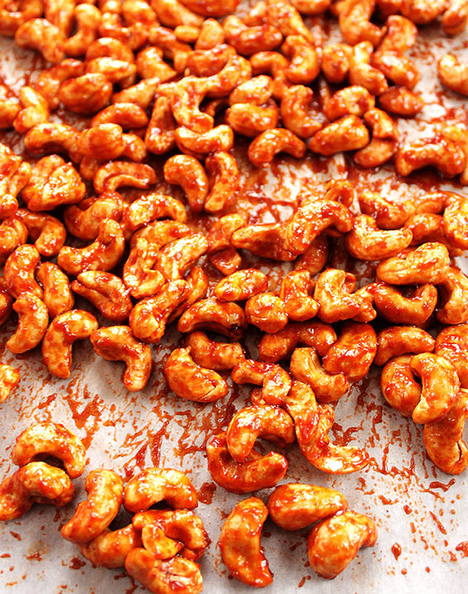 Sriracha Honey Roasted Cashews - sweet, spicy and crunchy. A healthy snack recipe. EASY to make! Gluten free! | robustrecipes.com
