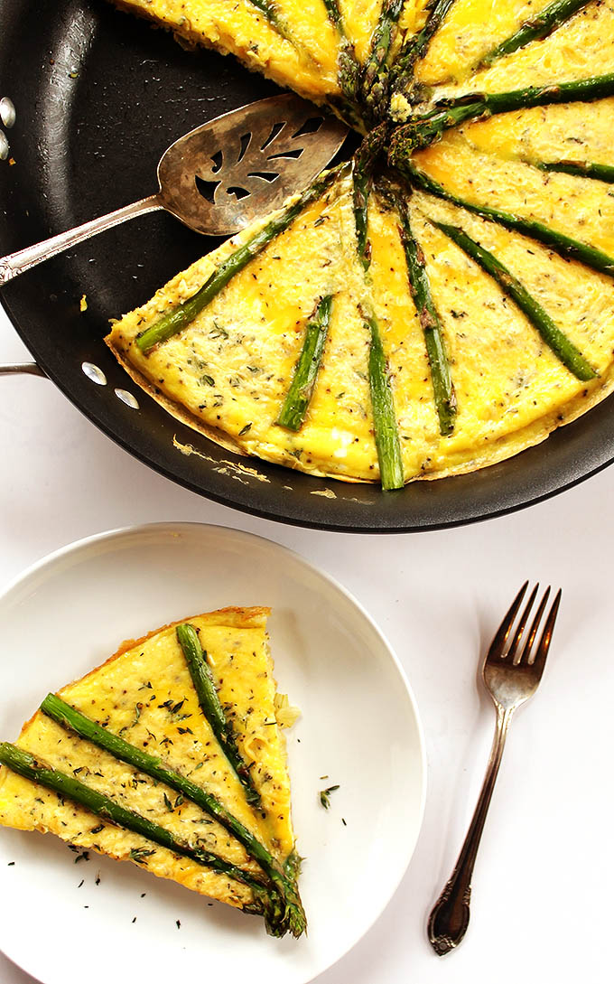 Asparagus Frittata - A breakfast/brunch recipe that can be made in 30 minutes. Simple, tasty, and healthy! Vegetarian/Gluten free! | robustrecipes.com
