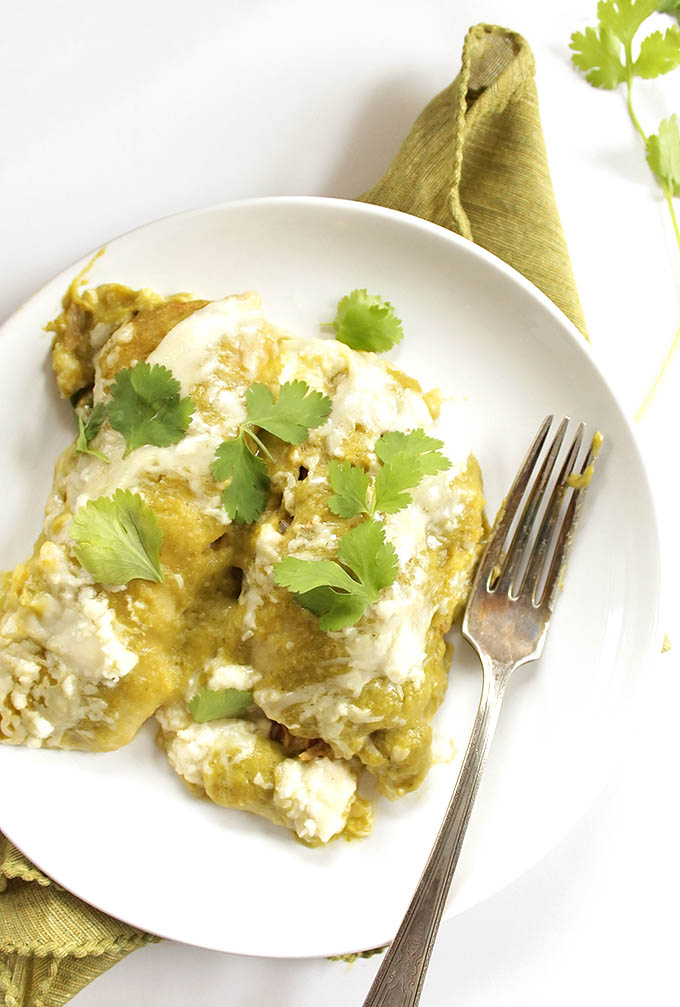 Easy Green Chicken Enchiladas - AMAZING enchiladas stuffed with cheese, shredded chicken, and topped with roasted green enchilada sauce. Healthy and bursting with flavor. The perfect recipe for a weeknight meal. Gluten Free | robustrecipes.com
