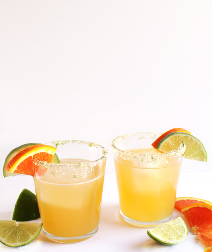 Skinny Orange Lime Margaritas - BEST MARGARITAS EVER! Fresh ingredients: lime juice, orange juice, silver tequila, and agave nectar. EASY to make. Perfect for hot summer day! Vegan/Gluten Free. | robustrecipes.com