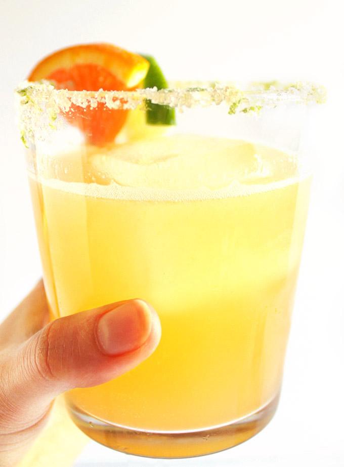 Skinny Orange Lime Margaritas - BEST MARGARITAS! Made with fresh ingredients: lime juice, orange juice, agave nectar. This recipe EASY to make. Vegan/Gluten Free. | Robustrecipes.com