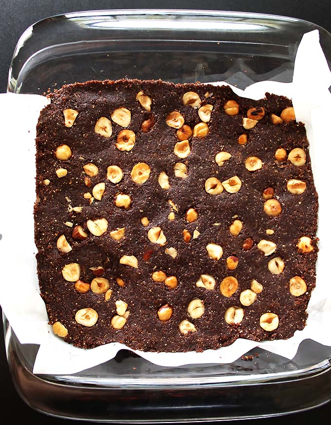 No Bake Hazelnut Brownies - Delicious, healthy brownies made with wholesome ingredients. This recipe is super EASY to make! vegan/ gluten free/ refined sugar free.