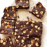 No Bake Hazelnut Brownies - Healthy brownies made with wholesome ingredients! They're fudge-y, chocolate-y and irresistible! This recipe is EASY to make! vegan/gluten free/ refined sugar free.