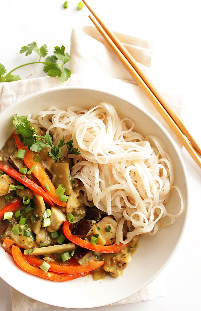 Eggplant Green Curry with Chicken - Loaded with veggies, chicken and a creamy green curry sauce. Serve with brown rice noodles. This recipe is EASY and quick to make. So YUM! Gluten free/Dairy free | robustrecipes.com