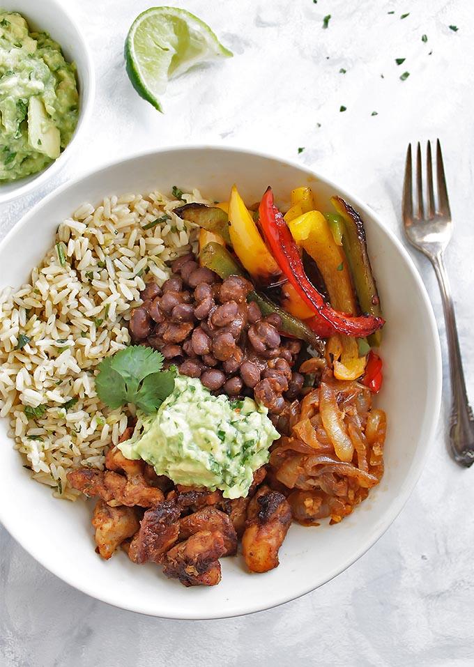 Chicken Fajita Bowls with Cilantro Lime Rice - Bowls packed with all of the BEST fajita ingredients: chicken, cilantro lime rice, sauteed peppers and onions, and guacamole! This recipe is HEALTHY and super flavorful! Gluten Free/Dairy Free | robustrecipes.com