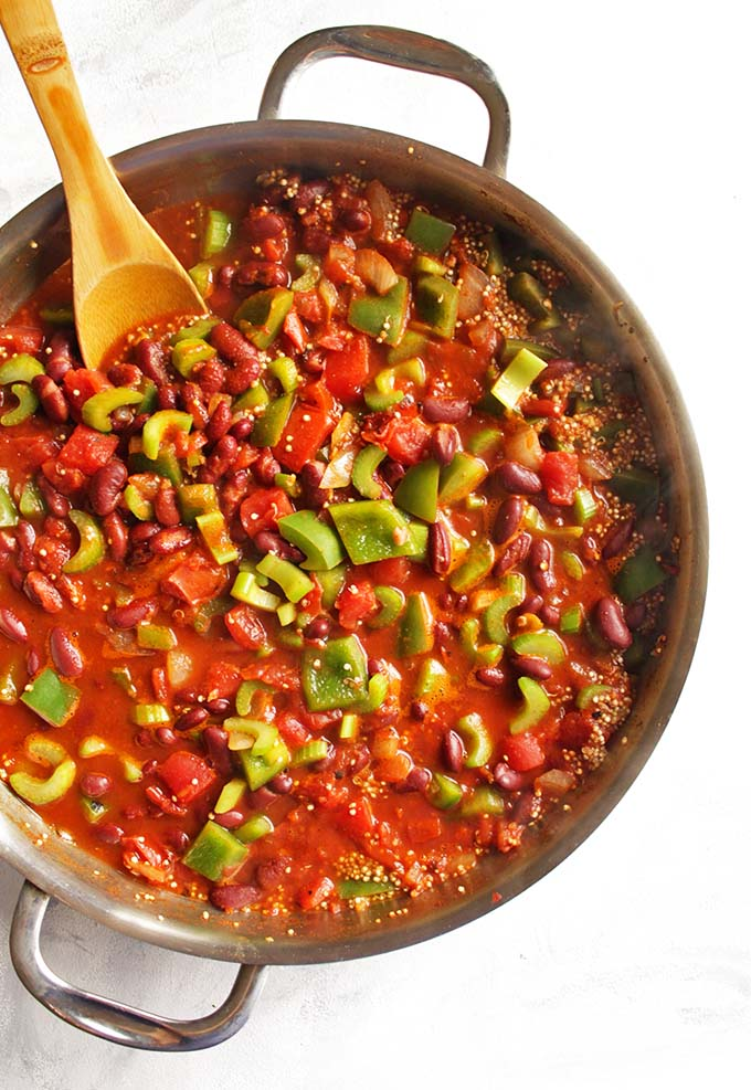 Vegan Chili Skillet with Quinoa - quick and easy, only requires 30 minutes and 1 pan. Perfect for a weeknight meal. Satisfying and hearty! We love this recipe in the fall! (Gluten Free/Vegan/Dairy Free) | robustrecipes.com
