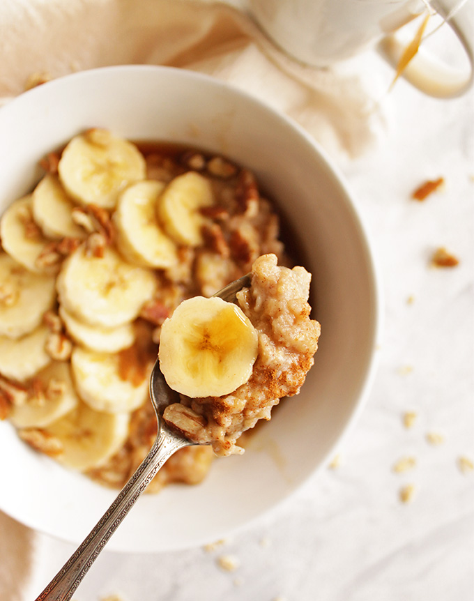 Protein packed banana nut oatmeal - packed with protein and healthy fats to get your day going! Egg whites are cooked right into the oatmeal. The result is an extra fluffy oatmeal with tons of nutrition. Promise you can't taste the egg whites one bit! Perfect quick and easy weekday breakfast!!! (Gluten Free & Vegetarian) | robustrecipes.com