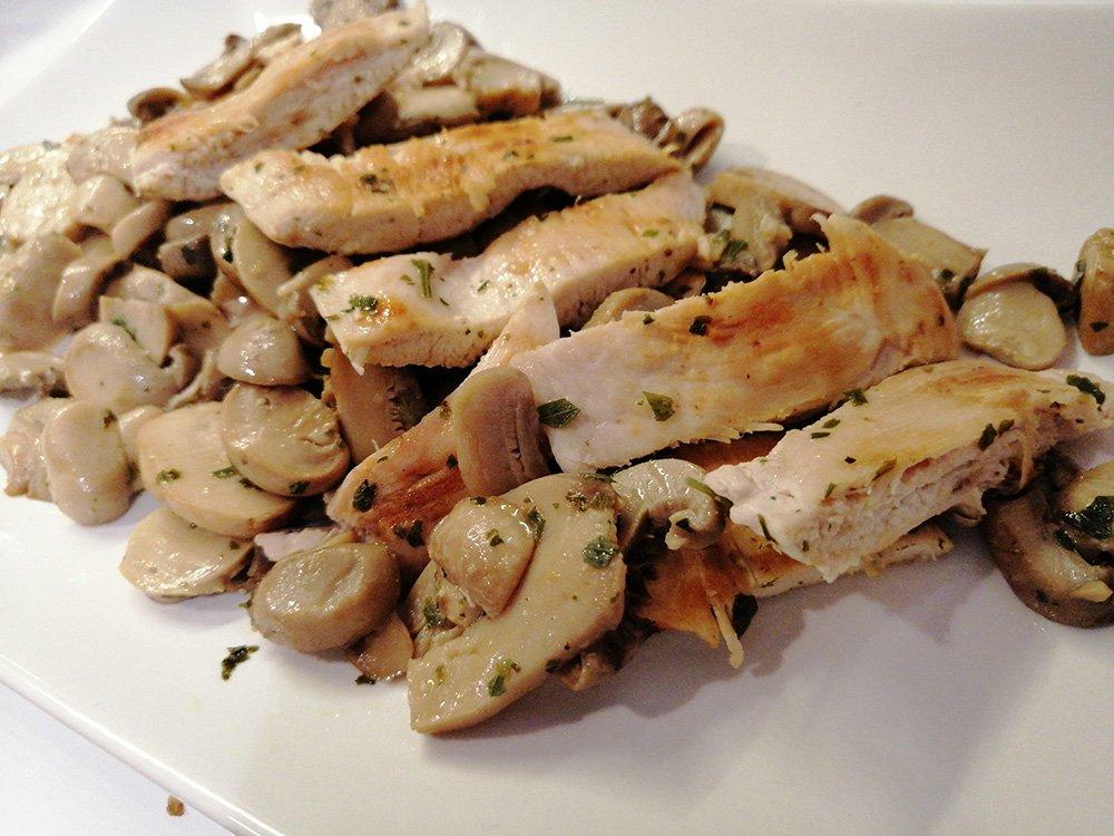 Straccetti di pollo ai funghi con aceto di mele (Ricetta light)