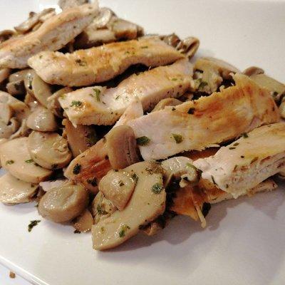 Straccetti di pollo ai funghi con aceto di mele