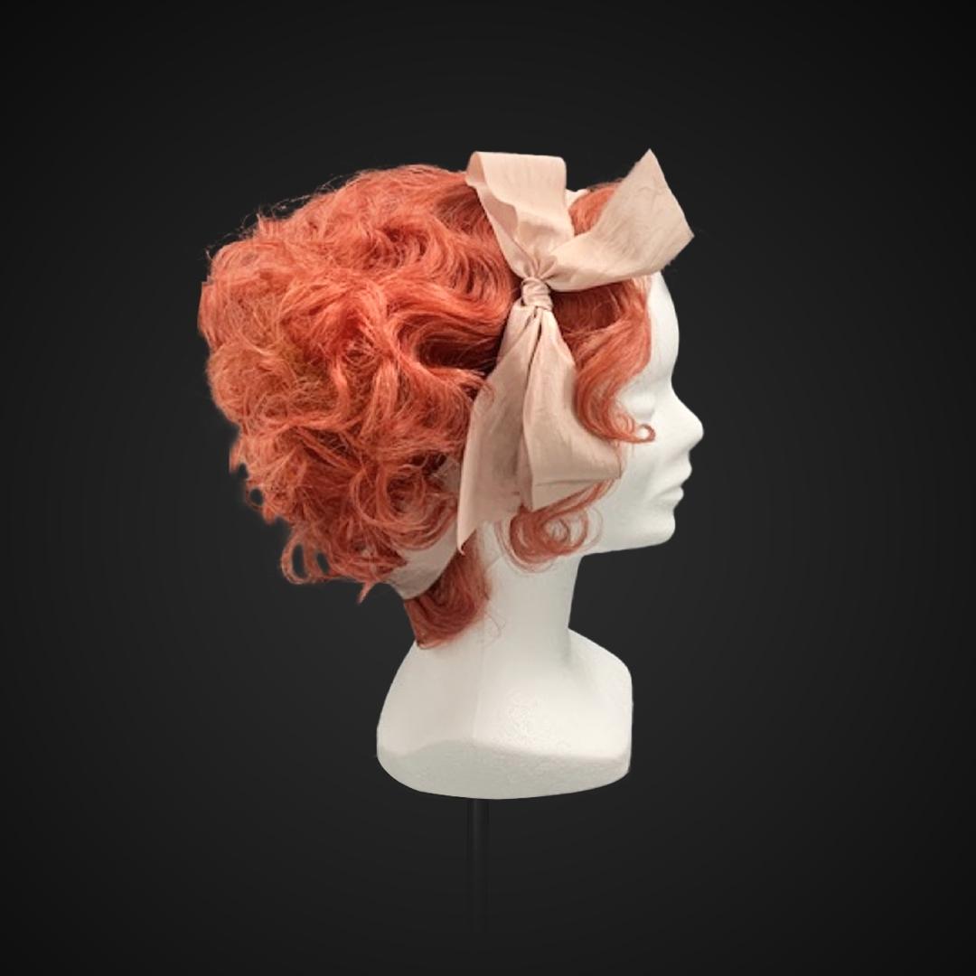Parrucca rossa con nastro