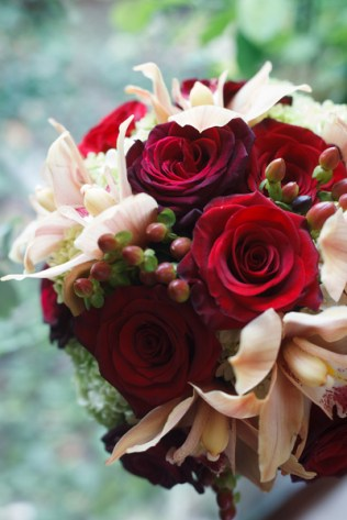 Bouquet of roses & orchids
