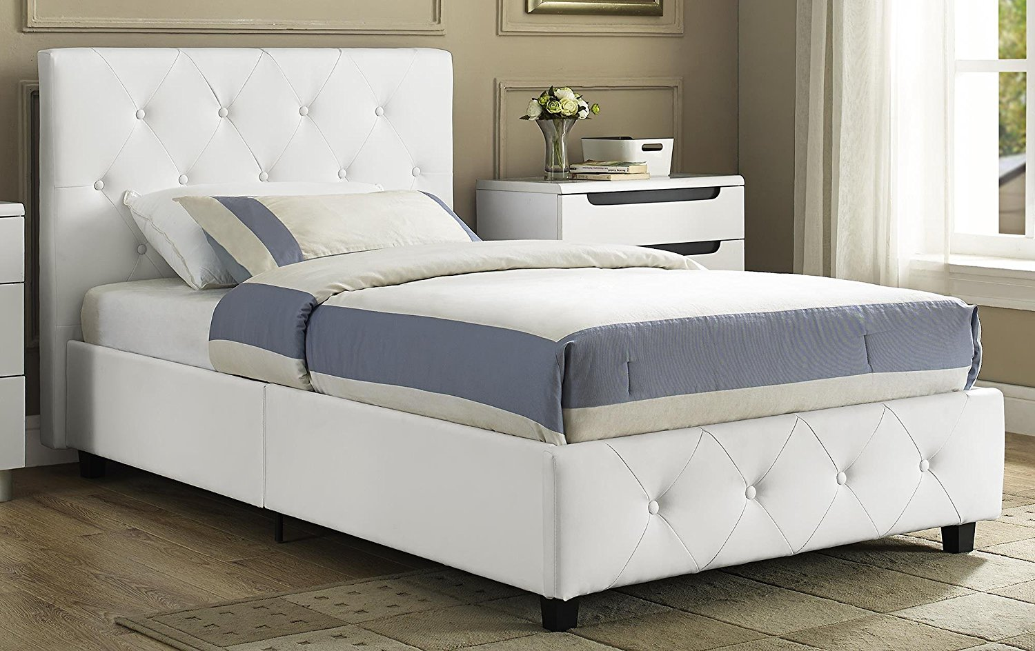 Dakota Platform Bed With Tufted Upholstery In Faux Leather